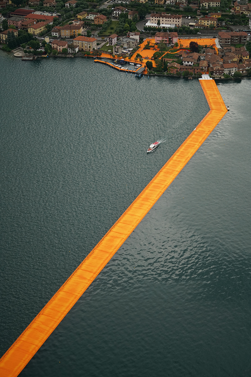 christo and jeanne claude floating piers lake iseo italy designboom 05